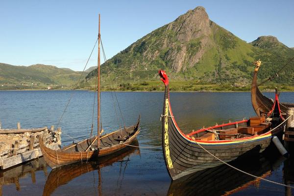 Rekonstruktion af vikingeskib  leif den lykkelige  shutterstock 36774796