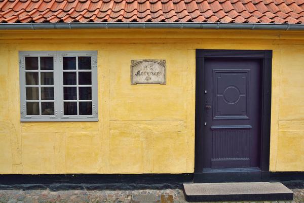 HC Andersens hus  historiebrug  COLOURBOX13591829