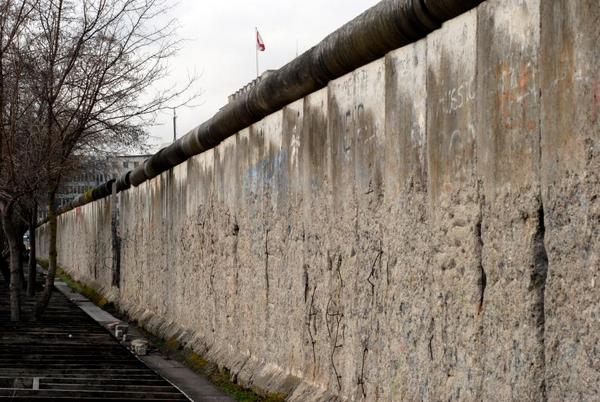 Muren   c  Carsten Madsen  2007  iStockphoto